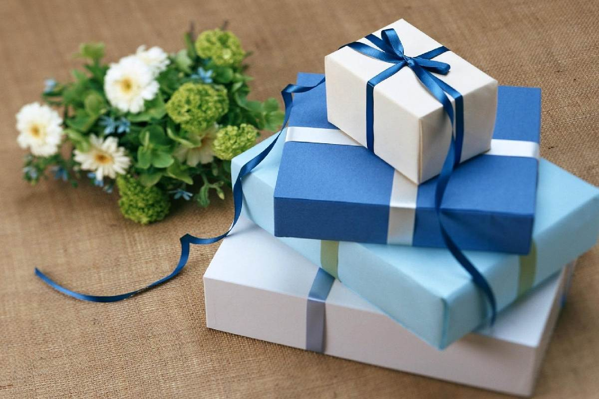 Why Your Business Should Sell Gift Cards or Certificates